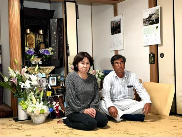 三男の隆史さんをひき逃げ事故で亡くした佐賀県の平野さん夫妻(筆者撮影)