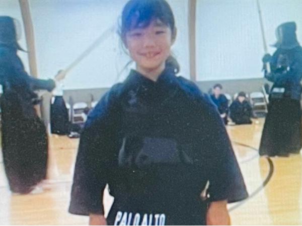 父親の仕事の都合で、子ども時代はアメリカで過ごした陽子さん。現地では剣道場に通う活発な少女だった(石田さん提供)