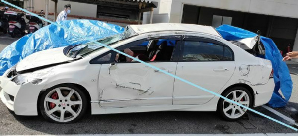 激しく損傷した事故車。陽子さんはこの車の後部座席で、もう一人の友人は助手席で重傷を負った。加害者は免許取り立ての19歳。祖母に買ってもらったというこの車は納車されたばかりだった(被害者提供)