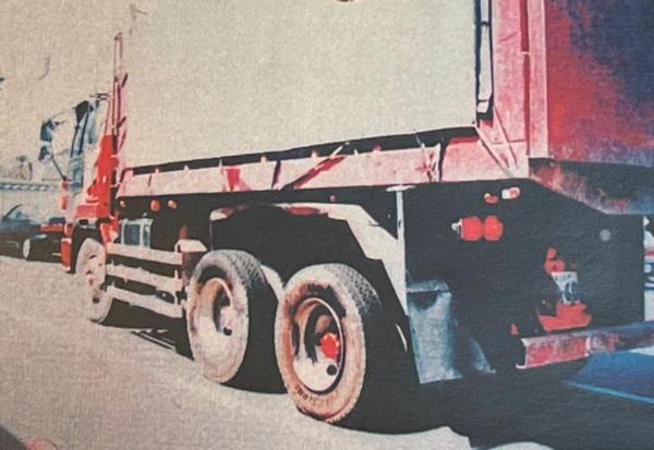 加害者が運転していた10トントラック(楠野さん提供)