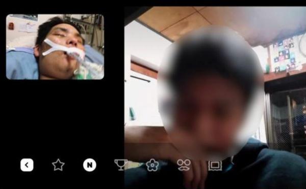 インターネットを利用して、台湾の病院に入院中の俊徳さんに語り掛ける幼馴染みの友人。この翌日、俊徳さんは帰らぬ人となった(林さん提供)