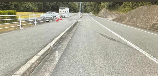 事故翌日の現場には制御不能になった車のタイヤ痕が残されていた(石田さん提供)