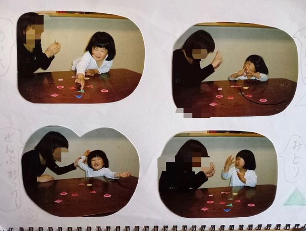 お母さんと勉強する3歳の安優香さん(井出さん提供)