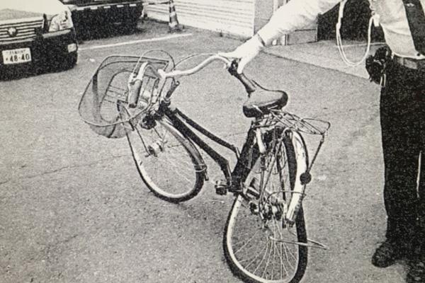 貴仁さんが乗っていた自転車。衝突の衝撃で大きく変形している(眞野さん提供)