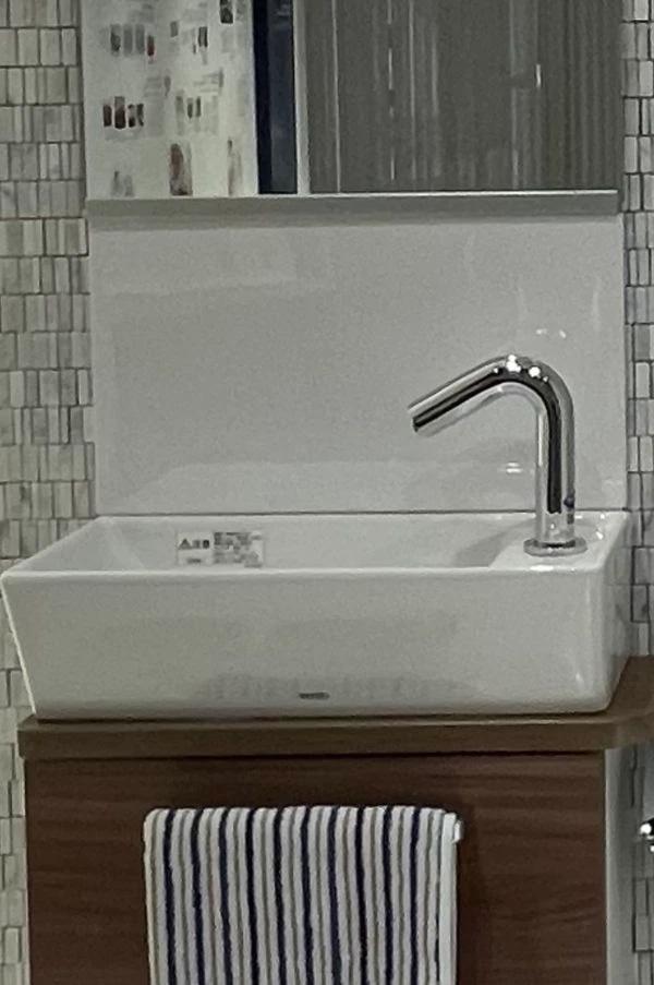 新型コロナ対策でますます普及が進む「自動水栓」(TOTOミュージアムにて筆者撮影)