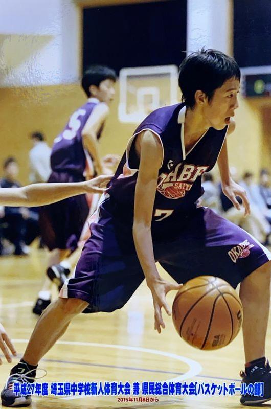 バスケットボールの選手として活躍していた麗史さん。沢山の友達に慕われた人気者だった(高田さん提供)