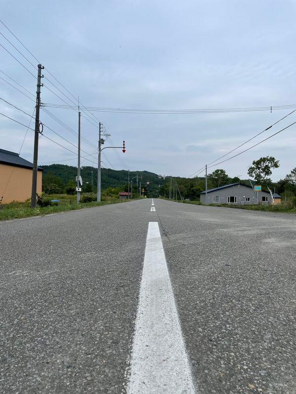 事故の現場となった直線道路(筆者撮影)